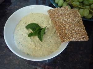 Healthy hummus (or houmous).
